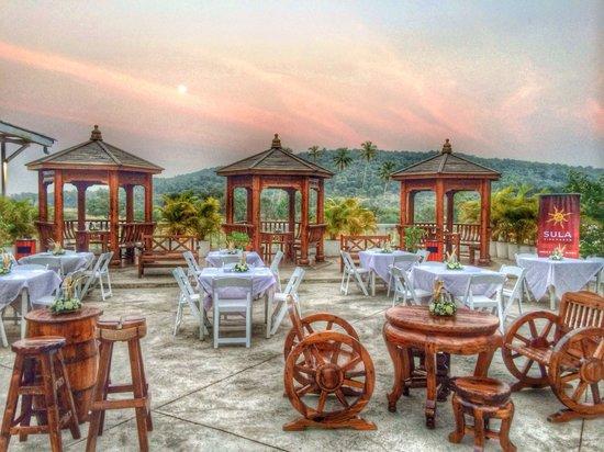 Azzure By Spree Hotels: Σνίνα.. Poolside Bar & Grill