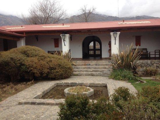 Estancia Las Carreras Jesuitica: La fachada de la Hacienda