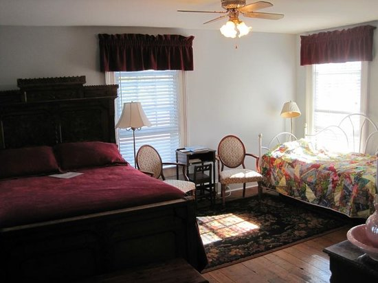 Chestnut Ridge Country Inn: Griffin Ridge guestroom
