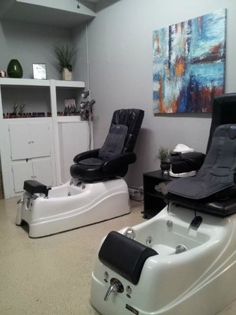 Virginia's Salon and Spa: Virginia's Relaxing and inviting Spa Pedicure chairs