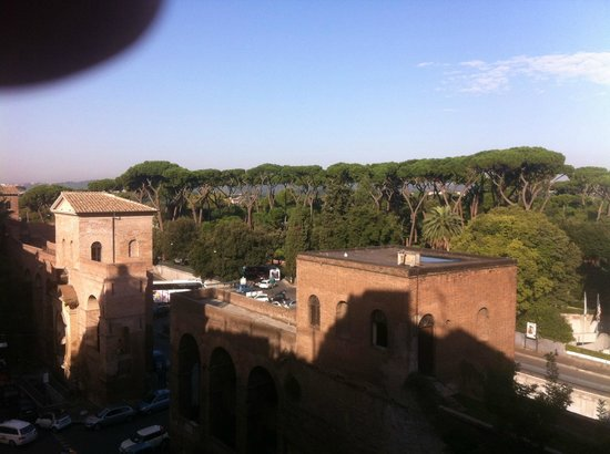 Hotel Victoria: The view from our room overlooking the Villa Borghese