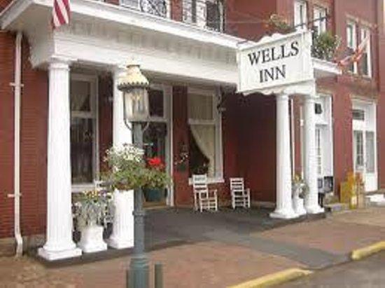 The Wells Inn: Front