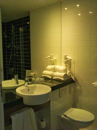Holiday Inn Express Amsterdam - South: salle de bain propre
