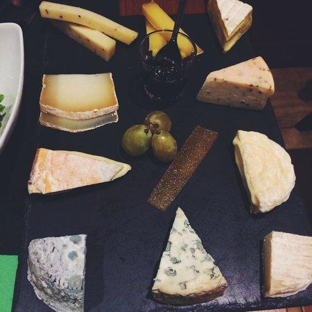 L'Affineur' Affiné : Plateau dégustation 10 fromages.