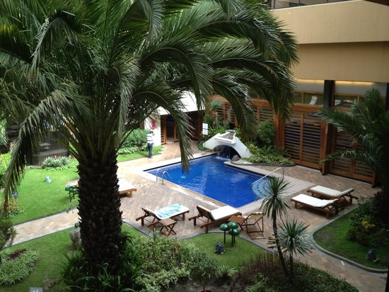 Swissotel Quito: Outdoor pool and venue for private parties