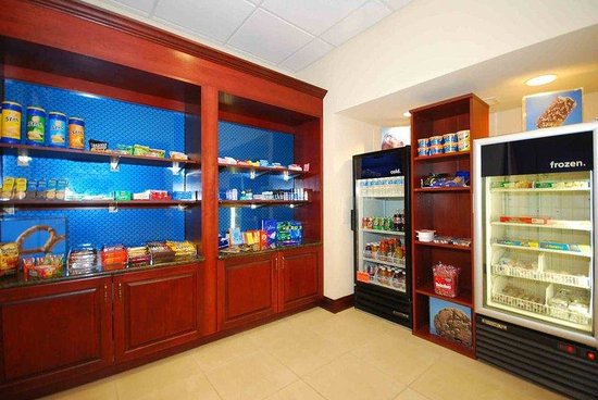 Hampton Inn & Suites Lamar: Pavillion Pantry