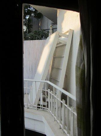 Amarya Villa: Vue sur balcon débarras