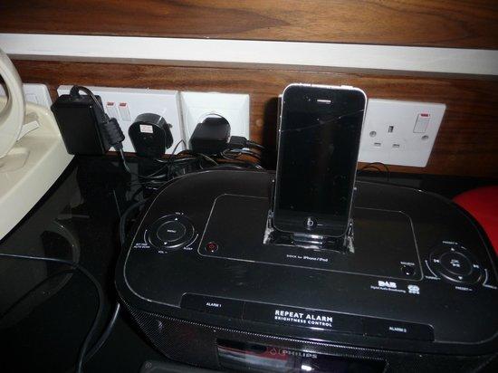 New Linden Hotel : Un chargeur I phone et une prise 220V!!!