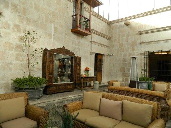 Casa Andina Premium Arequipa: Lobby Sitting Room