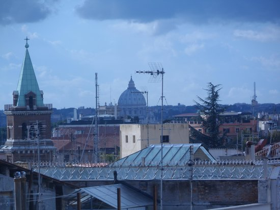 Marcella Royal Hotel: view of the Vatican from the rooftop garden