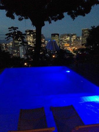 Casa Geranio: Pool overlooking downtown Rio