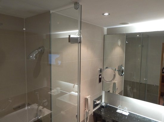 Sofitel London Heathrow : Bathroom