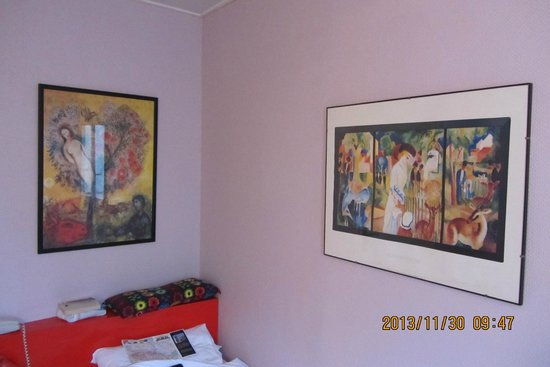 Hotel Beaumarchais: Art in room