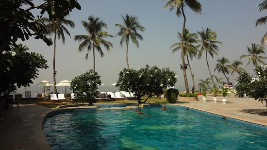 Sun-n-Sand Hotel, Mumbai: Pool area