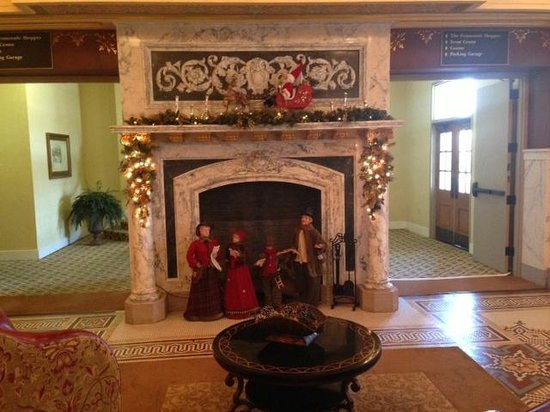 French Lick Springs Hotel : Sitting area with fireplace