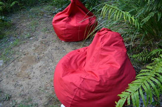 Wairua Lodge - The Hidden River Valley: Bean Bags by the River