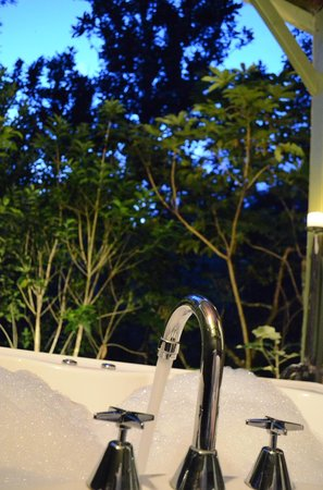 Wairua Lodge - The Hidden River Valley : Treehouse Bath