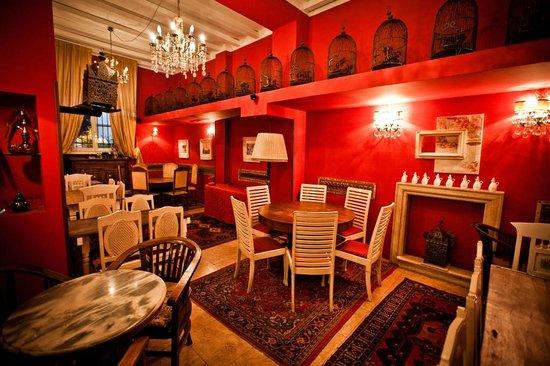 Gibilterra: L'accogliente sala rossa