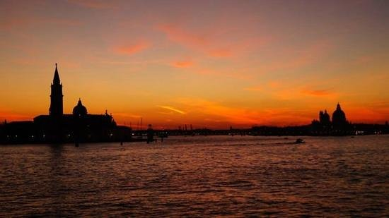 Hotel Ca' d'Oro: sunset over Venice