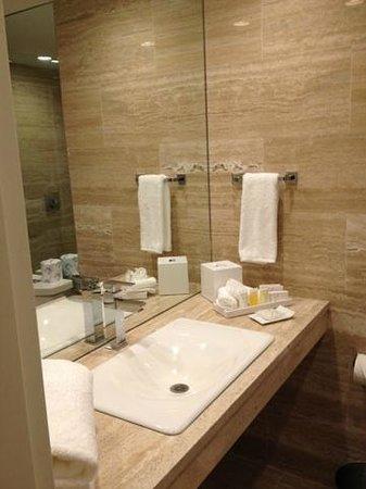 Grand Beach Hotel Surfside: Bathroom