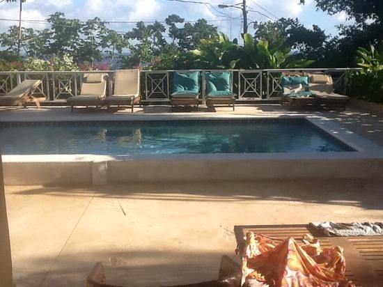 Sandals Ochi Beach Resort: Semi private pool