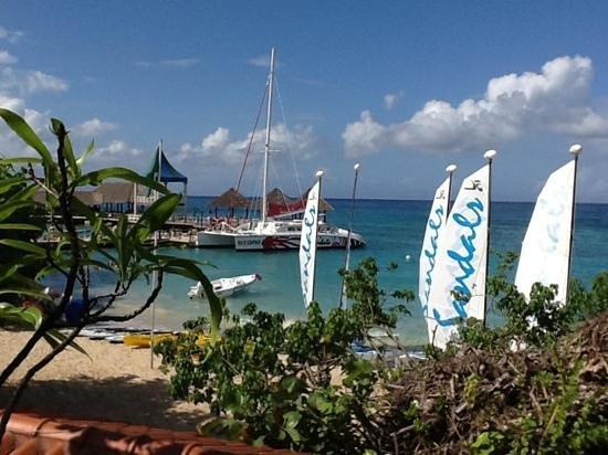 Sandals Ochi Beach Resort: Watersports beach