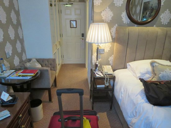 The Montague on The Gardens: Single room towards the door
