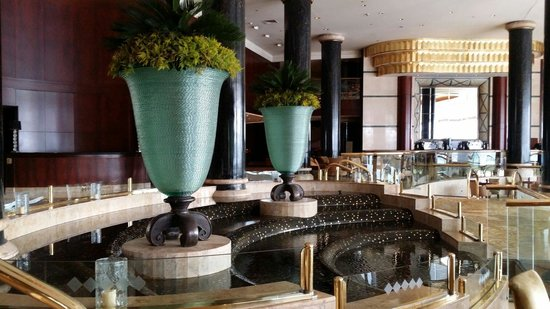 Grand Nile Tower: Hotel lobby