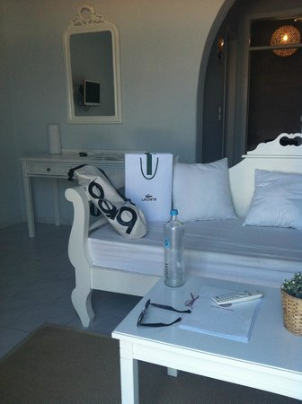 Pietra E Mare: I liked the all white furnishings