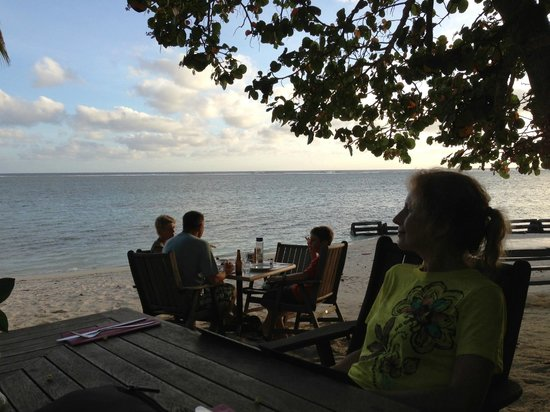 Vaima Polynesian Bar and Restaurant: What can be more romantic?
