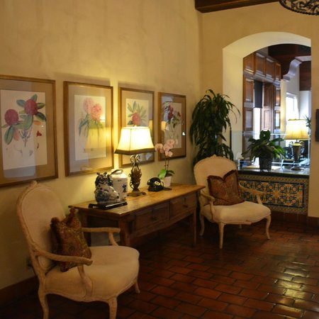 La Valencia Hotel: the lobby