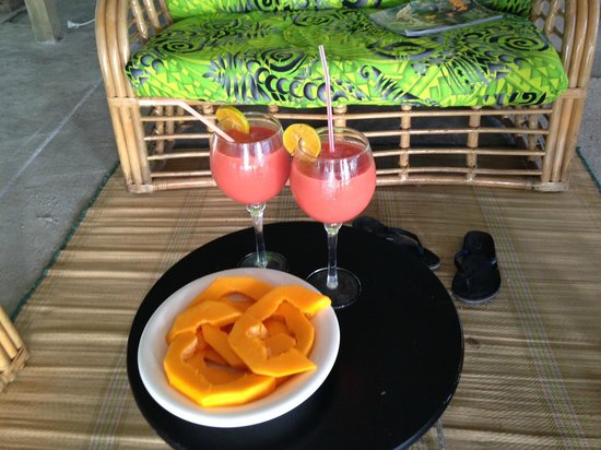 White Sands Beach Resort: fruit smoothies... yum!