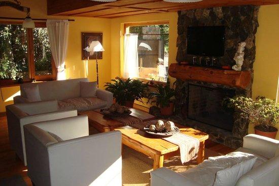 Huellas Andinas Apart Hotel: Sala de estar.