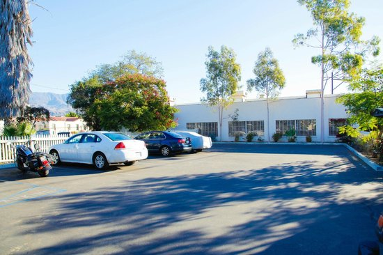 Santa Paula Inn : Parking Lot