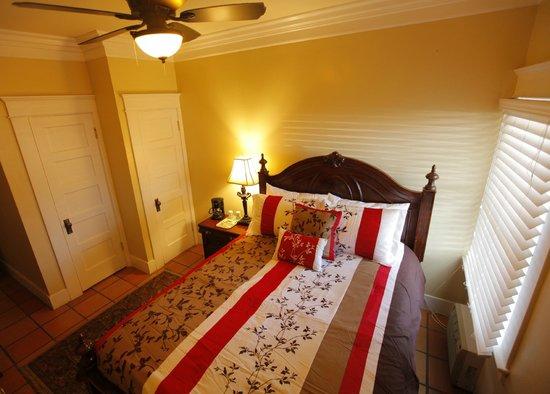 Santa Paula Inn : Guestroom 3