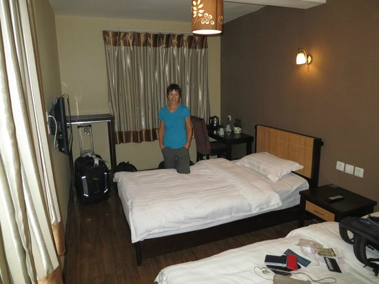 Kunming upland International Youth Hostel: Twin en suite room, small but clean.