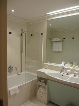 Crowne Plaza Hotel Salzburg - The Pitter: Bathroom