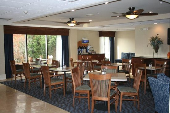 Holiday Inn Express Seaford-Route 13: Breakfast Area