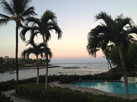 Hilton Waikoloa Village: The scenic walking route from Ocean Tower to Lobby - not so bad!