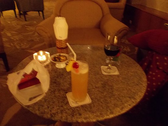 Dusit Island Resort Chiang Rai: We had some drinks in the lobby bar after dinner
