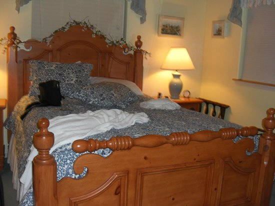 A Hidden Haven Bed and Breakfast: Morning Dove Bedroom