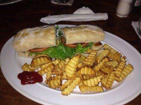Pelican Hotel and Restaurant : Chicken Sandwich