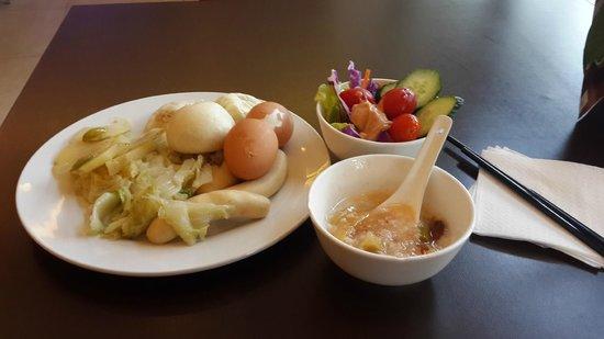 Hotel Ibis Shanghai Lianyang: Завтрак скудный