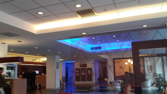 Hotel Ibis Shanghai Lianyang: Ресепшн