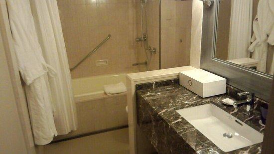 Tokyo Marriott Hotel: スタンダードルーム バスルーム