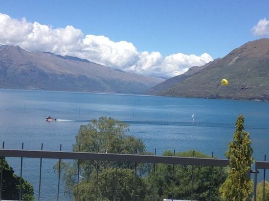 Rydges Lakeland Resort Hotel Queenstown: view of the lake taken from the 6th floor junior suite