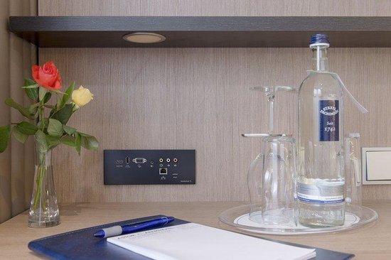 Astor & Aparthotel Köln: Room