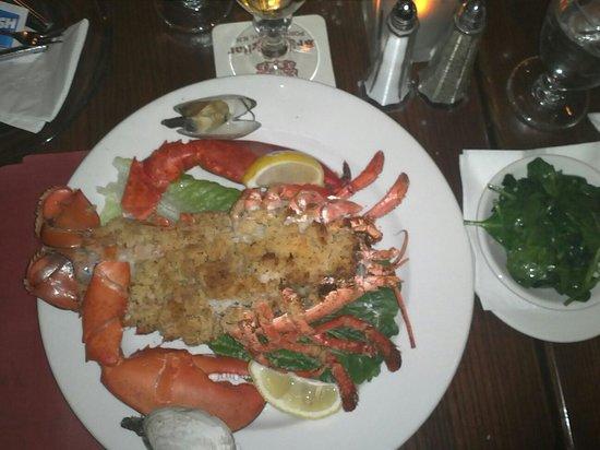 Dinnerhorn Bratskellar: Stuffed lobster