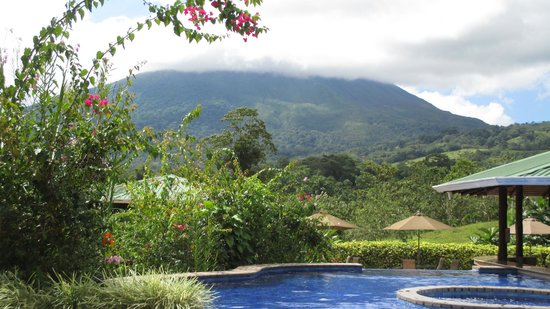Arenal Manoa Hotel : Great view from the pool :-)