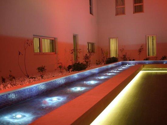 Moov Hotel Evora: Pátio interior